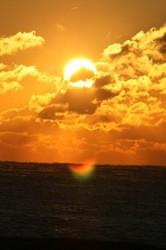 日のでと虹.jpg