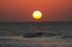 日の出と荒波.jpg