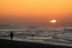 日の出と釣り人.jpg