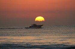 日の出に船.jpg