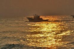日の出と船.jpg